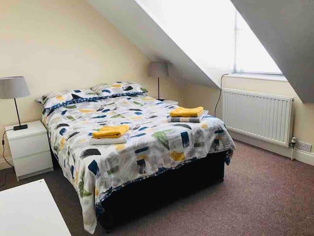 Front bedroom, 2nd floor, sleeps 2