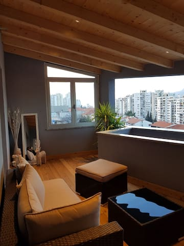 Apartment with terrace and qym L&K***