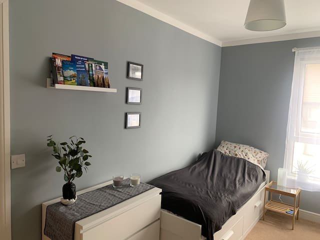A double room between the seaside and city centre