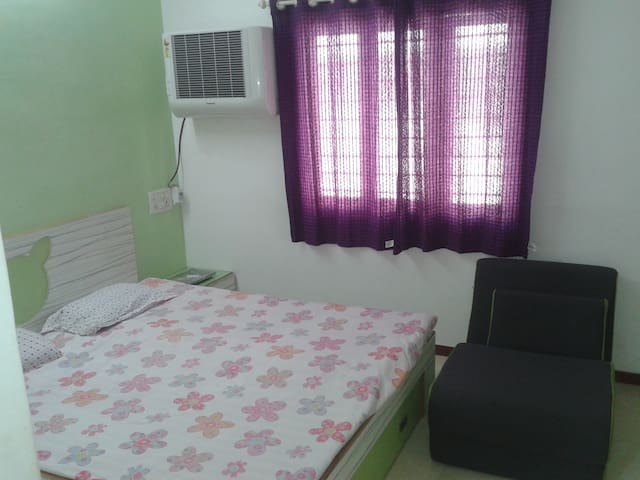PRIVATE AC ROOM FOR CORPO. FEMALES
