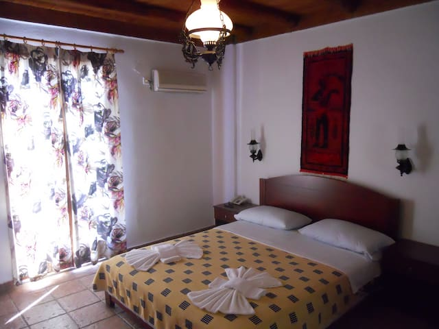 Daskalogiannis Hotel - Loutro - Bed & Breakfast