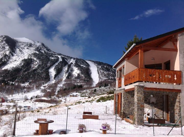 Vue sur les pistes Coquet Appt 15 km de l'Andorre
