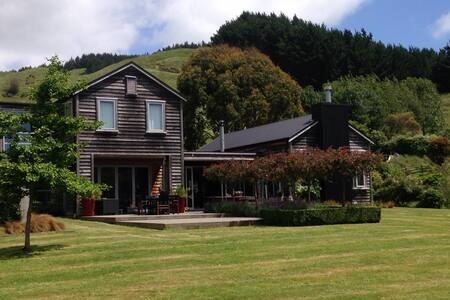 Semi-Rural Modern Home, Guest Wing - Nikau Valley