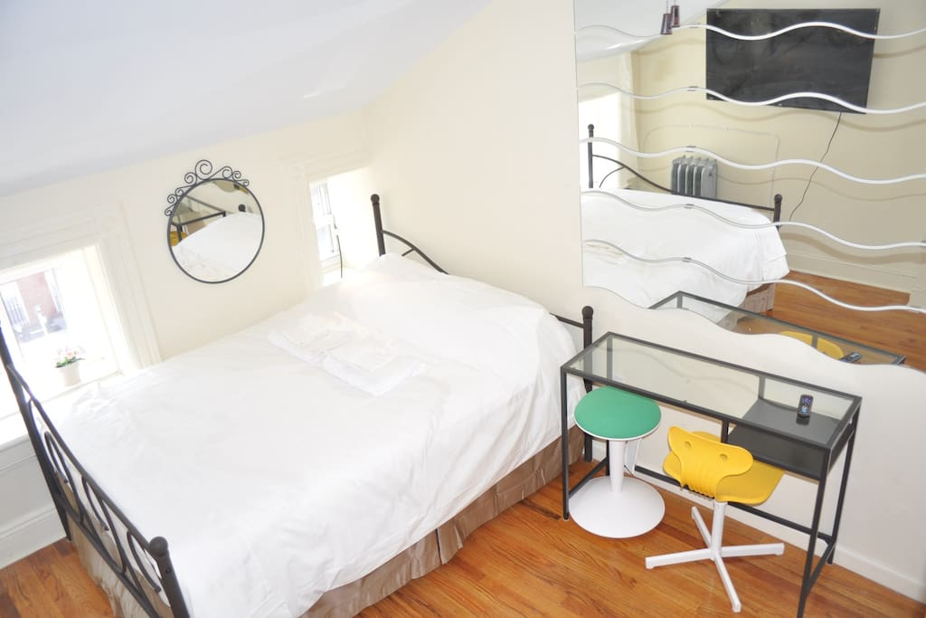 Alternate arrangement with desk next to bed