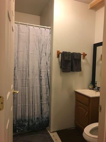 Coral Room 3/4 bath