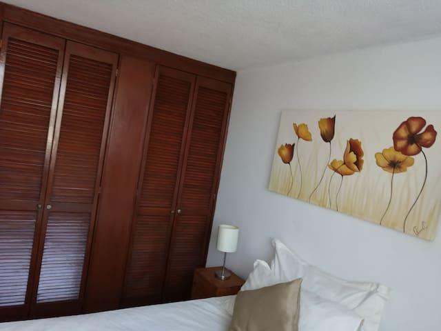 Nice and comfortable room in El Mirador area