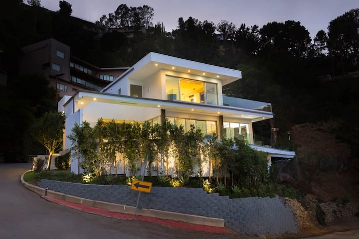 Hollywood Hills -Hillside 5bed w/ Incredible Views