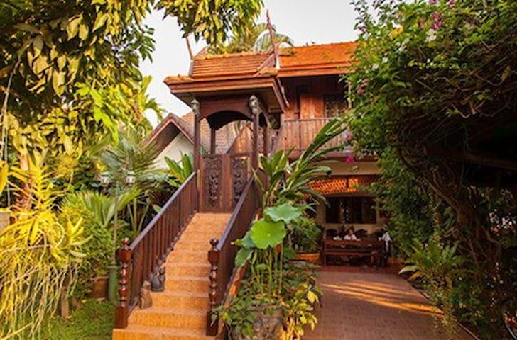 Golden Teak Home Room 6 ground fl. - Chiang Mai - Bed & Breakfast