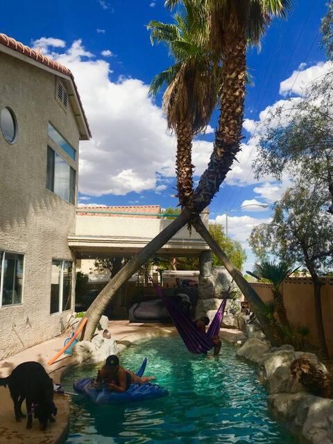 Friendly home/backyard oasis