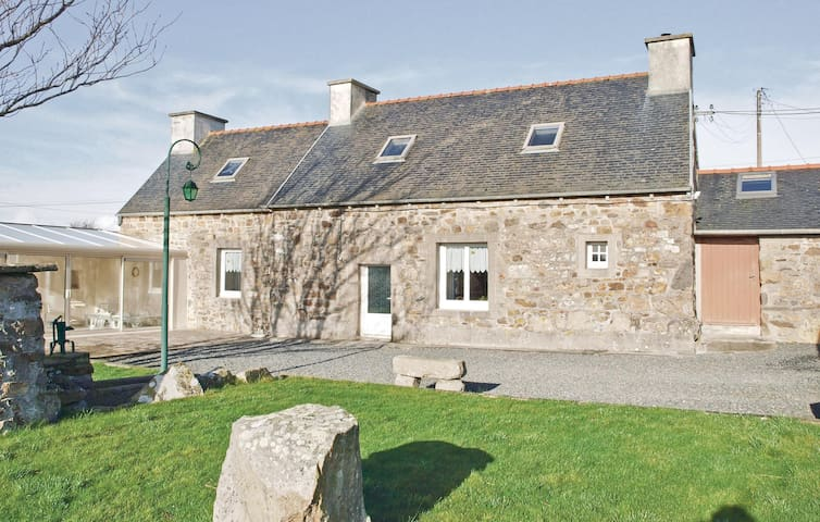 Holiday cottage with 2 bedrooms on 90 m² in Kerbors