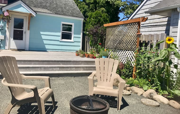 Seafare Cottage-steps to downtown Seaside!