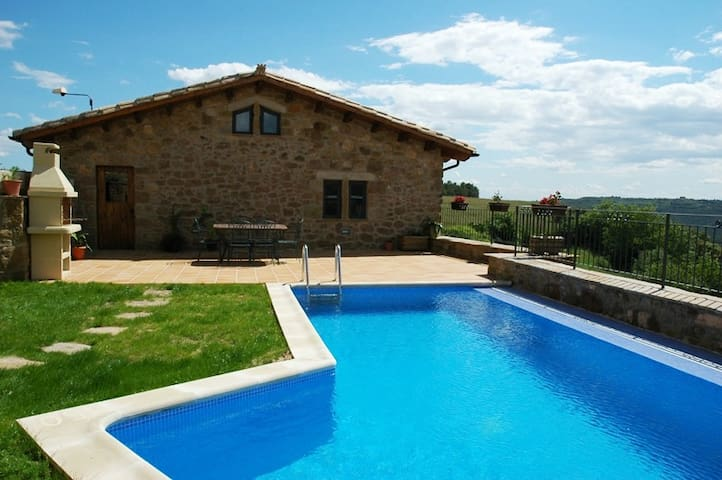 RURAL HOUSE WITH POOL (1106)