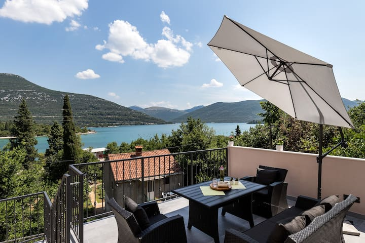 Monika- 2 Bedroom Holiday Home w/ Terrace&Sea View