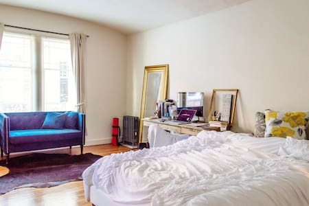Open studio across Golden Gate Park in the Haight - San Francisco - Apartment