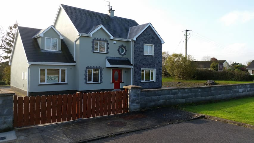Corofin - Very spacious room + Relaxing room - Corofin - Bed & Breakfast