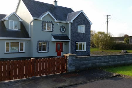 Corofin - Very spacious room + Relaxing room - Corofin