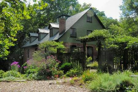 Historic Warren Mill on Ballenger Creek - Scottsville - Casa