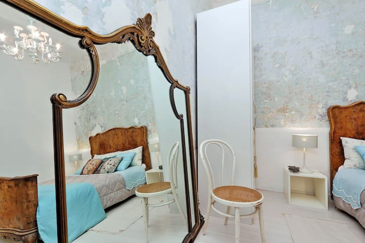 Nice room in  ArtCityVilla+terrace to live Pigneto