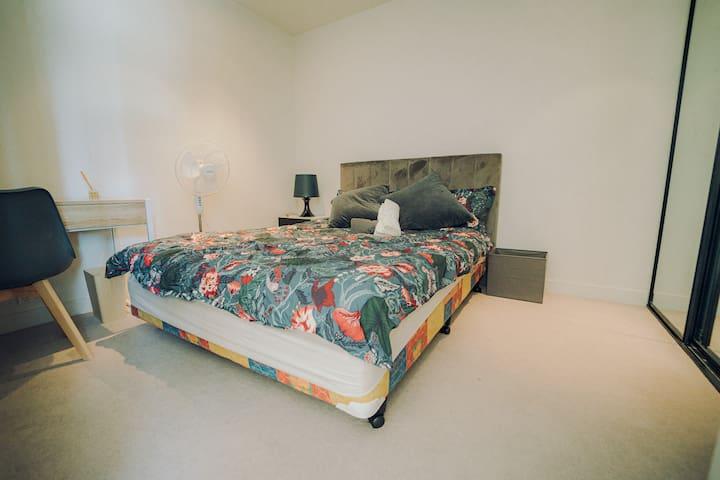 Master Bedroom with 1 Queen bed