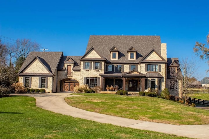 Bourbon Country's Clubhouse Year Round Pool Estate