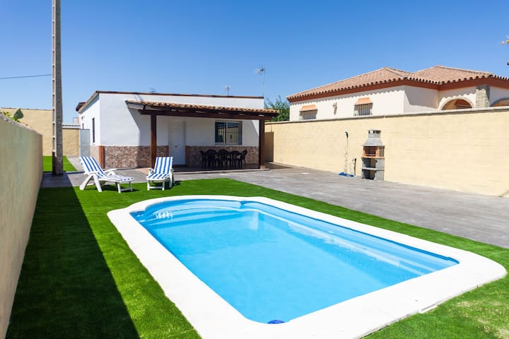 With pool and in a quiet location - Villa Costa Luz