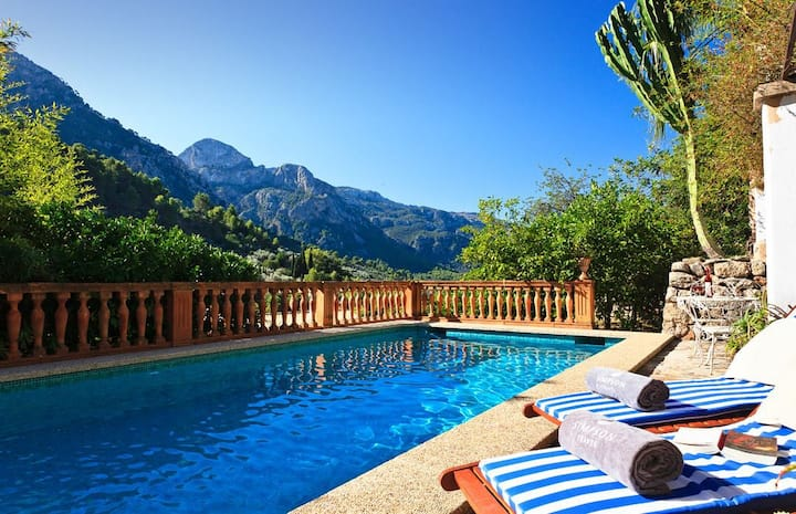 Beautiful, traditional house w/pool in Fornalutx