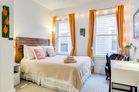 Whole apartment. Private. Close to Yale/Downtown