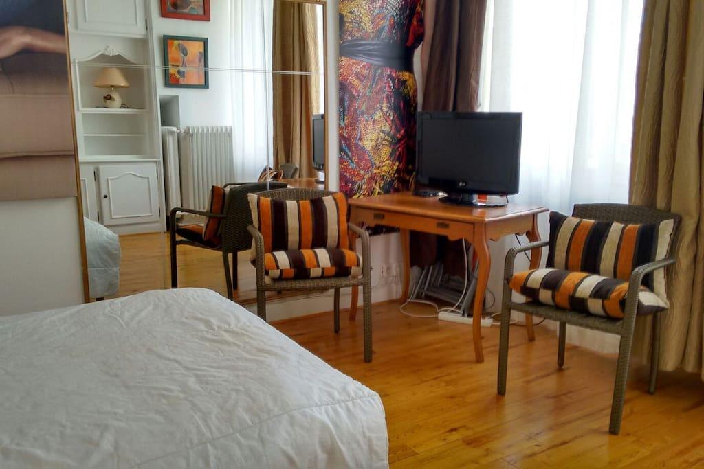 coeur de vichy f1 tr s clair appartements louer vichy auvergne rh ne alpes france. Black Bedroom Furniture Sets. Home Design Ideas