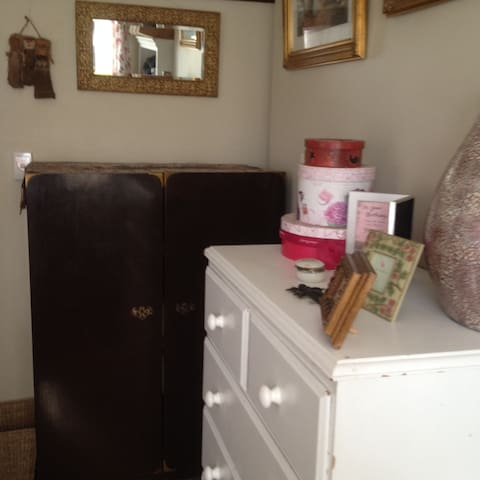 plenty of cupboard and drawer space for all your goodies