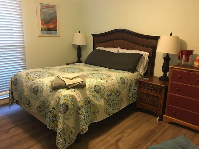 Private room - downtown Beaufort/Parris Island