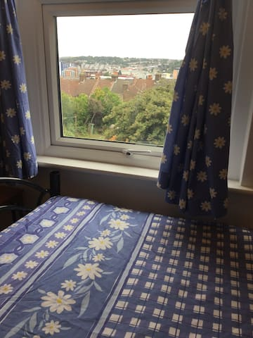 Cozy Double bedroom, close to town - Luton - Casa