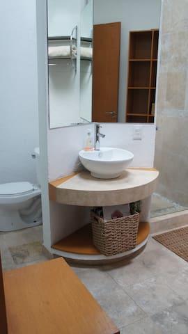 bathroom suite 3