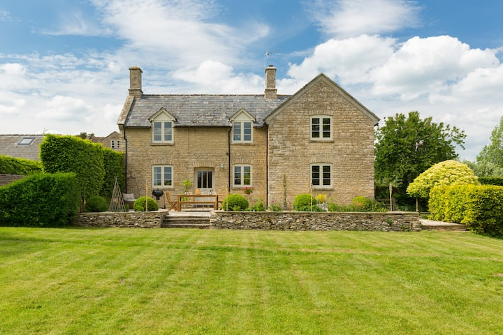 ☆ Stunning Cotswold Farmhouse Staycation ☆