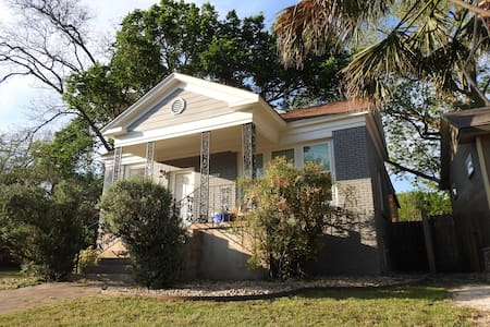 Family-friendly, centrally-located 2-bedroom - Austin - Haus