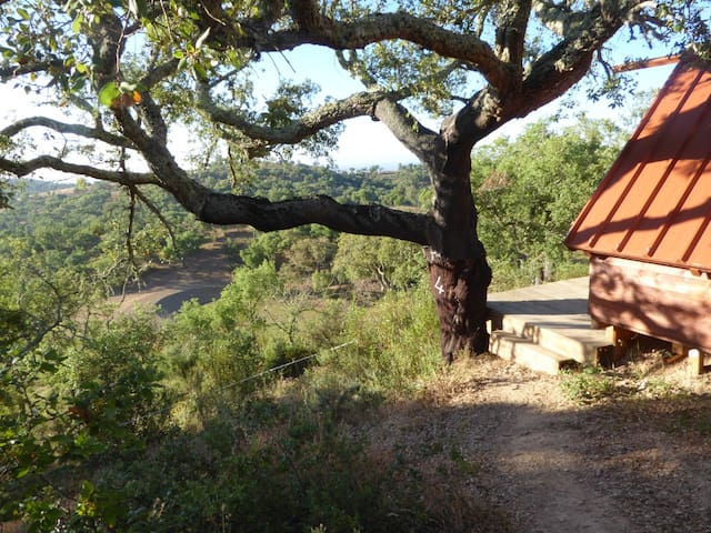 4Oak Cabin, off grid comfort at Over the Edge Farm - São Martinho das Amoreiras