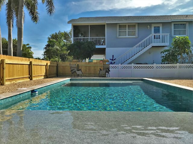 Beach Side W/ Heated Pool, Walking Distance to Beach
