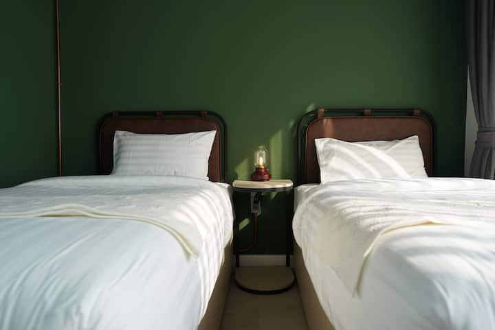 THE WOOD HOTEL (Standard Twin Bed)
