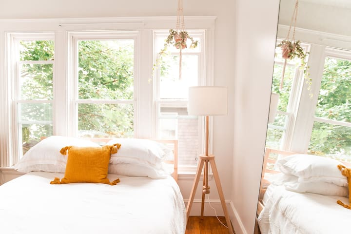 Sunny Minimalist Oasis in Downtown Portland