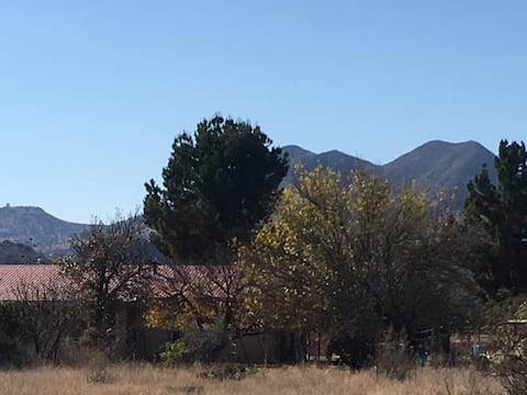 The Ranchito: Beautiful Views  Close to Town.