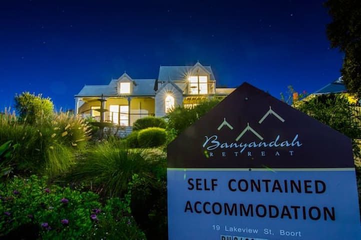 "Banyandah Retreat 2BR ""Iris Suite""  - Free Wifi"