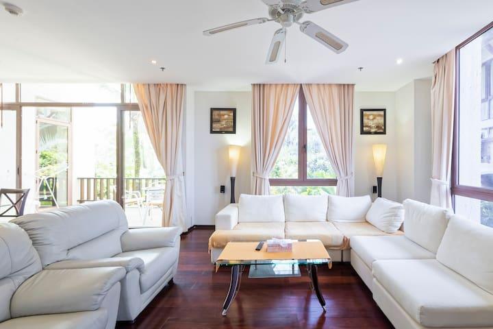 Luxury Marina Condominium
