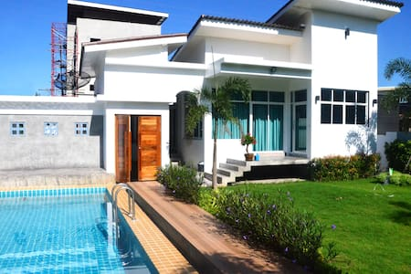 ENJOY POOL VILLA NEAR PATONG AND PHUKET TOWN