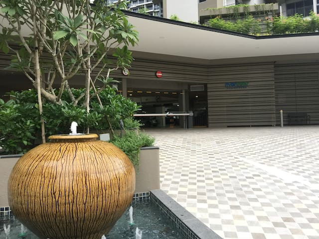 Resort Style Condo, 30min to town via MRT