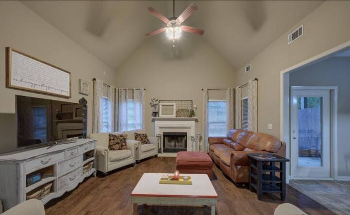 Spacious and Luxury 3B/2.5B Townhouse. Relax/Enjoy