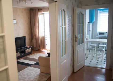 2-комнатная квартира в центре на Кирова 48