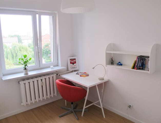 Bright room close to sub/tram/bus, Modlin - Warszawa - Apartment