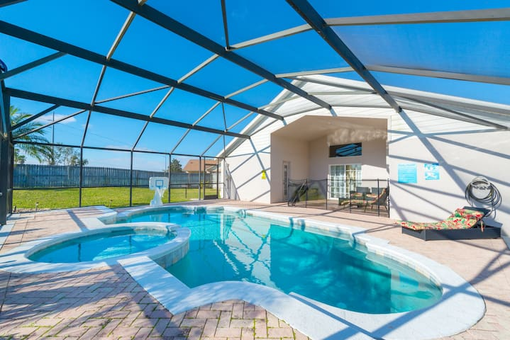 5Bed/4Baths Villa-Pool-SPA & Game Room Near Disney