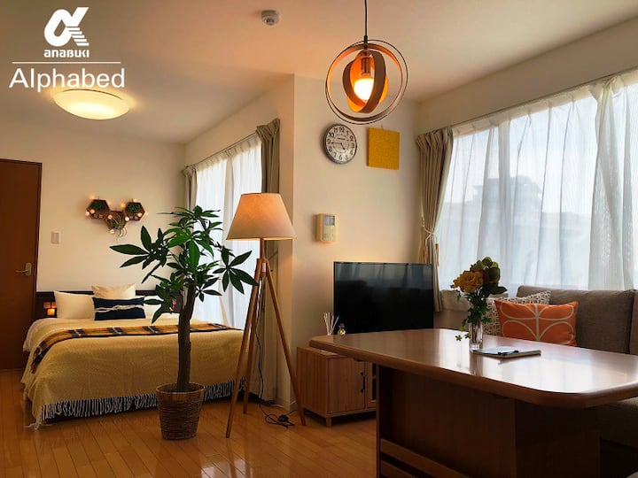 New!【Alphabed高松ステーション#301】家族向け特別室(50㎡) 高松駅1分の超便利な宿
