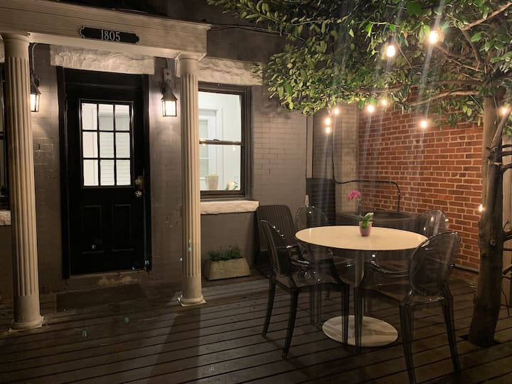Private deck & 2 bedrooms DuPont/Adansmorgan area