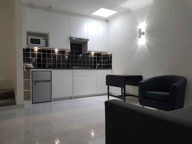 Contemporary ground flr maisonette- ENTIRE PLACE